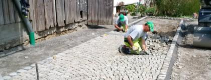 Sanierung Hausvorplatz Rämsen, Stein